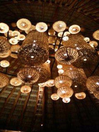 Mukul Beach Golf & Spa: Lobby lighting