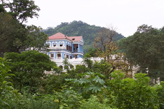 Tansen, Nepal: Distant view of Rani Mahal