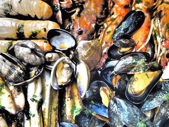 Baskenland, Frankreich: Marsicada .. fruits de mer à la plancha !!