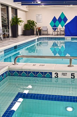 Maplewood Suites Extended Stay: Indoor Heated Pool & Spa