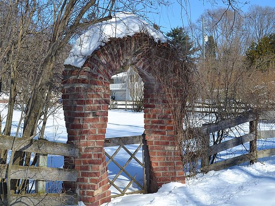 Applecore Cottage: The famous Applecore twisted brick gate in winter