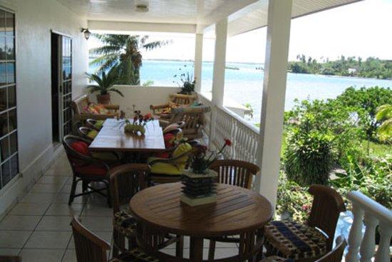 Bora Vaite Lodge : Vue de la terrasse ou l'on dine