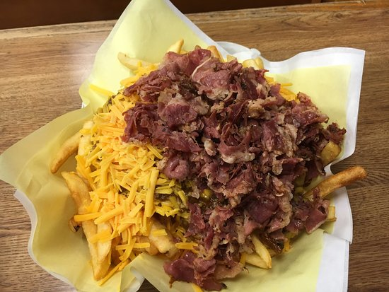 Hat: Fries with chili and pastrami.