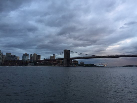 Manhattan Bridge : Great views and walk.