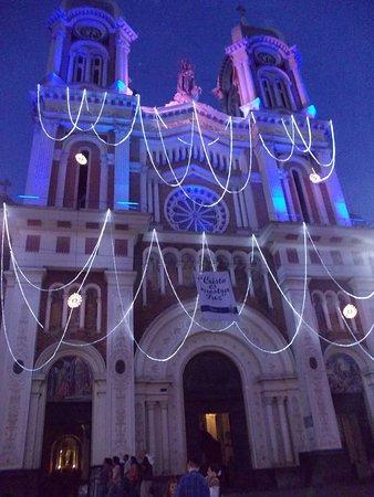 Bello, โคลอมเบีย: Iglesia de Nuestra Señora del rosario durante el mes de Diciembre