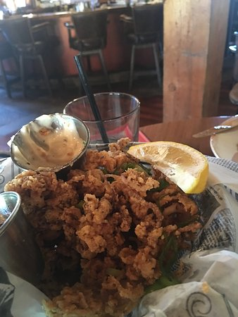 Mill Creek, Californie : Delicious! Calamari and prime rib beef dip