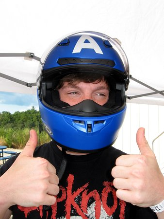 Dawsonville, Georgien: Our grandson in his own motorcycle helmet.