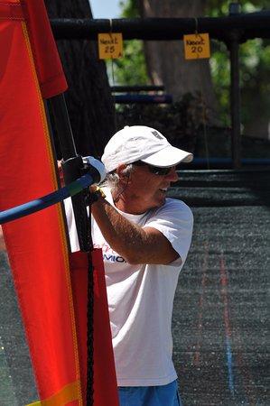 Claudio Lana  Professional Surf Center: Claudio che spiega la tecnica a terra