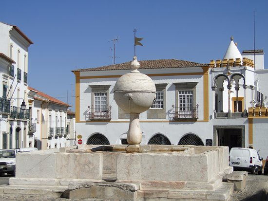 ‪Portas de Moura Fountain‬