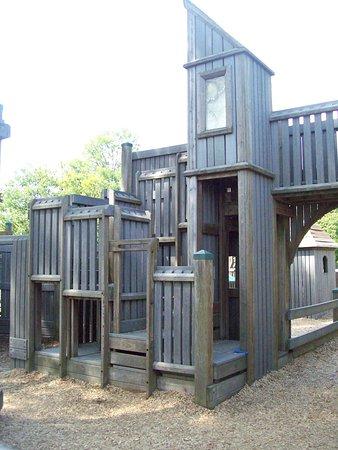 Wellington Main Street Park : HUGE playstructure