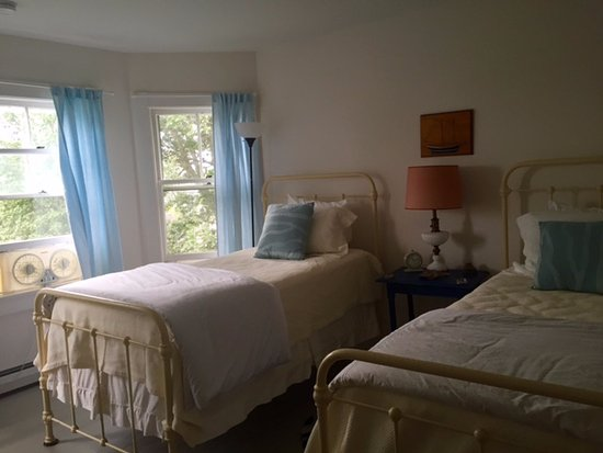 North Haven, ME: Buttercup twin room