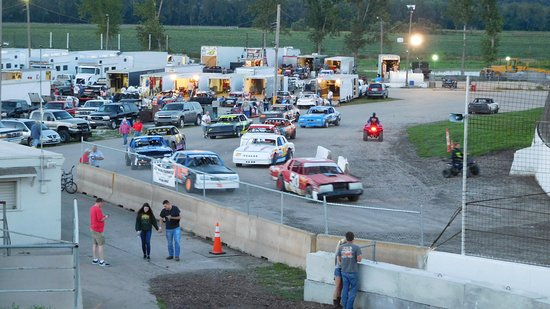 Lakeside Speedway: and they're off - heat cars entering raceway