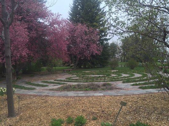 Cheyenne Botanic Gardens : Meditative labyrinth walking path
