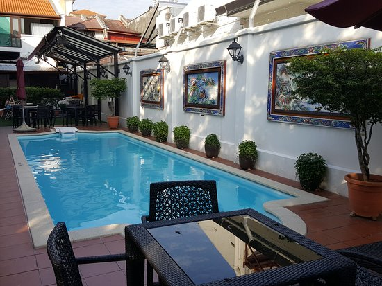 Yeng Keng Hotel: The hotel's pool that welcomes you to dip in