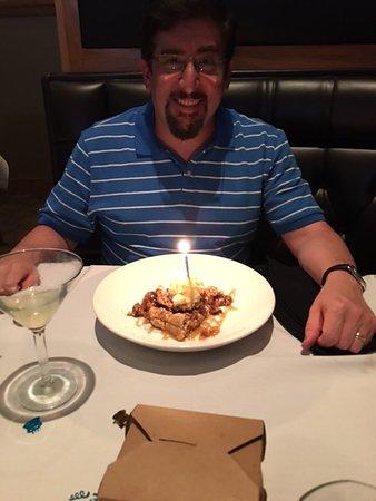 Leawood, แคนซัส: Upside Down Apple Pie for Free Birthday Dessert
