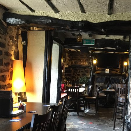 The Travellers Rest Pub & Restaurant: Cozy dining