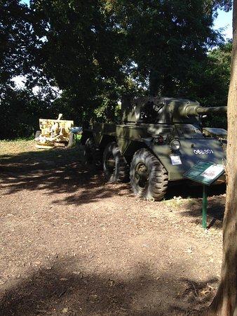 Saladin Armoured Car and 25 Pounder gun