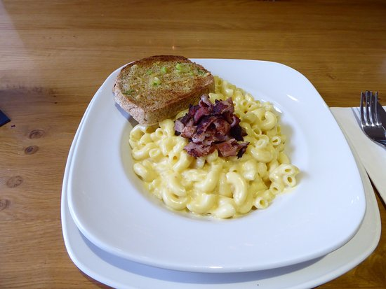 The Braes: Famous Macaroni with bacon