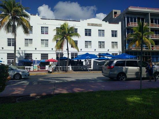 Beach Paradise Hotel: Frente del hotel.