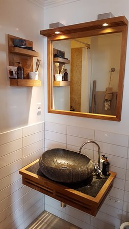Axel Guldsmeden - Guldsmeden Hotels : Danish design in the bathroom. A washbasin made all of a solid carved stone