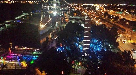 Hilton Philadelphia at Penn's Landing: Spruce Street Park at Night