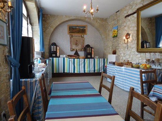 Castera-Verduzan, Francja: la salle petits déjeuners