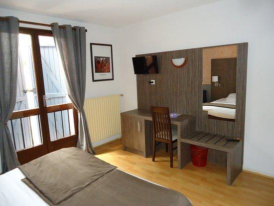 Castera-Verduzan, Francja: côté TV et bureau/travail