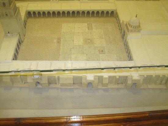 Musee des Religions: نموذج لمسجد القيروان