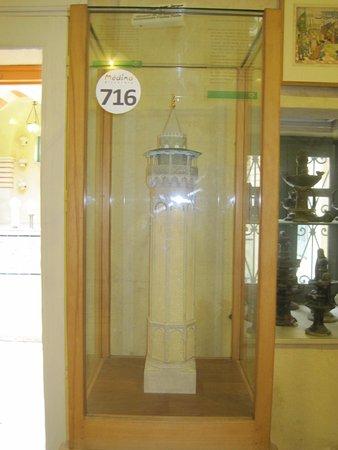 Musee des Religions: نموذج لمئذنة أحد المساجد