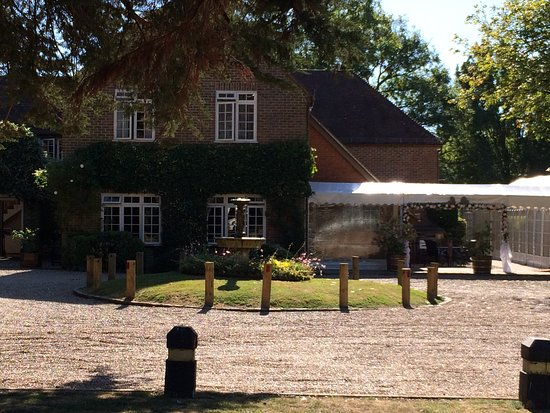 Chartham, UK : The hotel from the car park