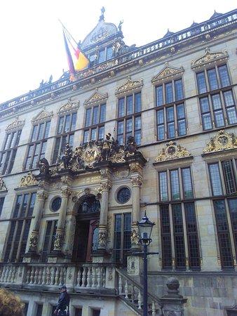 Hotel Heldt: Nos hospedamos no Heldet e fomos para o centro de Bremen apreciar a beleza da cidade.