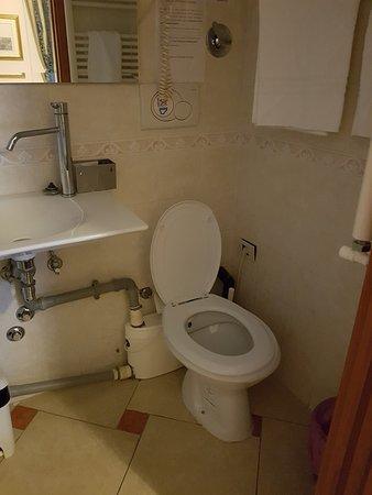 B&B Gerbera Roma: il bagno sanitrit