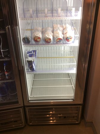 Residence Inn Calgary Airport: Fridge in The Market. Note the vast selection.