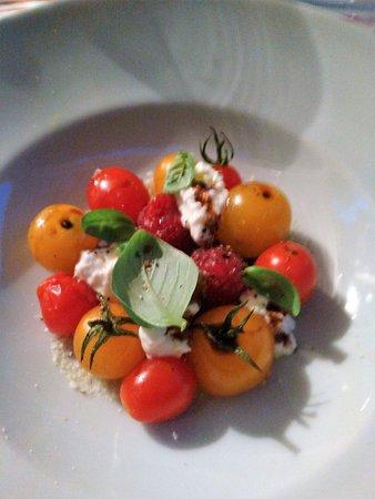 Saint-Beat, Fransa: Salade de tomates cerises ultra travaillées