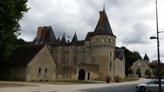 Fougeres-sur-Bievre, France : exterior castillo