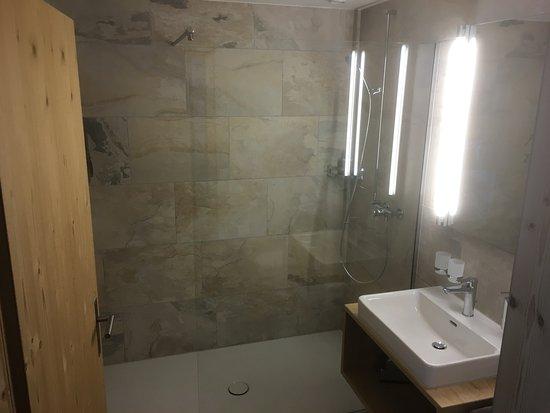 Hotelzimmer Mit Dusche Im Zimmer : Neu! Finden und buchen Sie Ihr ...