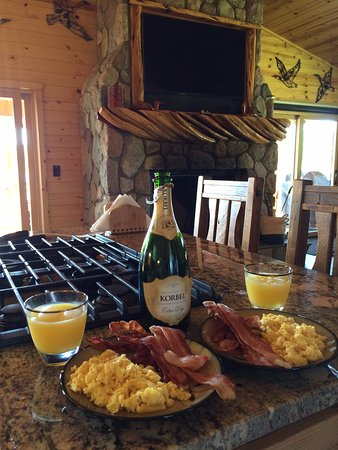 Evart, MI : Breakfast in the kitchen