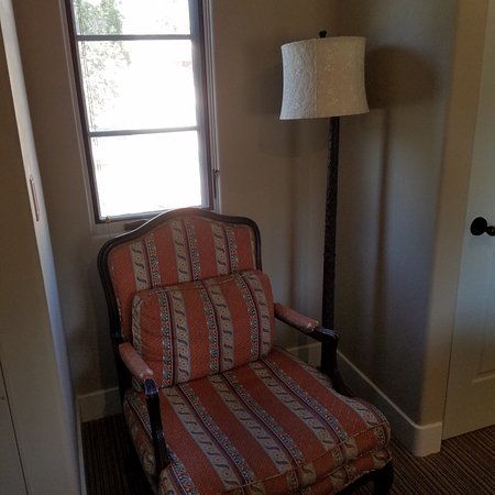 Su Nido Inn - Your Nest In Ojai: Sitting chair