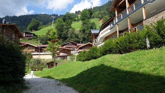 Bramberg am Wildkogel, ออสเตรีย: الساحة الخارجية بين مباني المنتزه