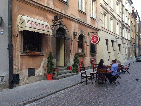 Restauracja Z Zewnątrz A Na świętojańskiej Tłumy