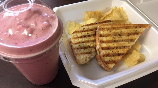 Rice Lake, WI: Smoothies and Paninis