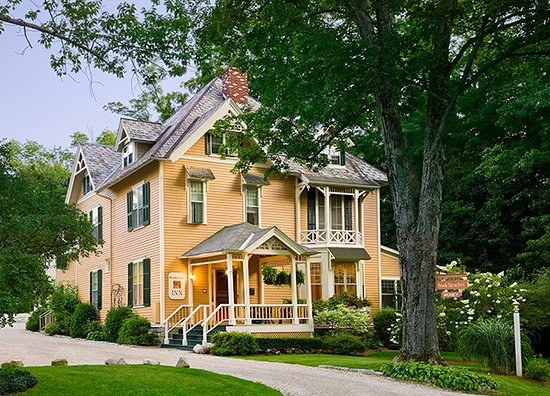 Brook Farm Inn: Graciousness from 1882 in 2016!