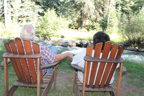 O-Bar-O Cabins: Sit in the Adirondack chairs and enjoy the river!