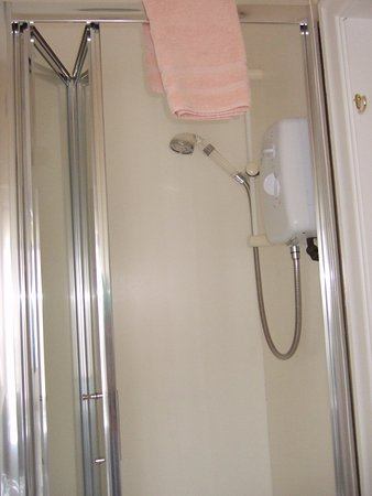 Adelphi Hotel: Not the most powerful shower but hot water when needed