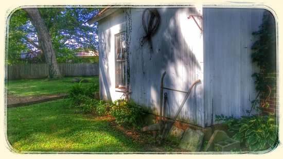 Munfordville, KY: Artbyjo. Not sure if it's ever open