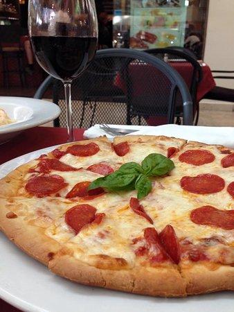 JUDE Bistro & Bar: Pizza con Pepperoni