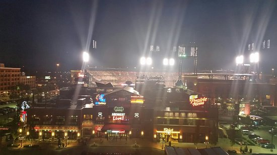 Hilton St. Louis at the Ballpark: 20160826_200441_large.jpg