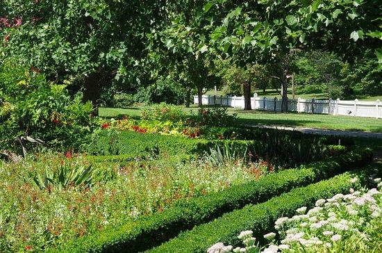 Woodstock, CT: Victorian Gardens 2