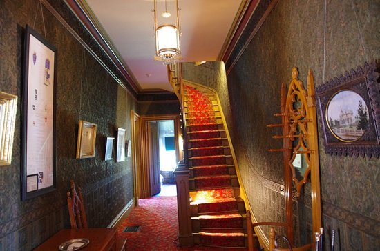 Woodstock, CT: Roseland Cottage Entrance Hallway