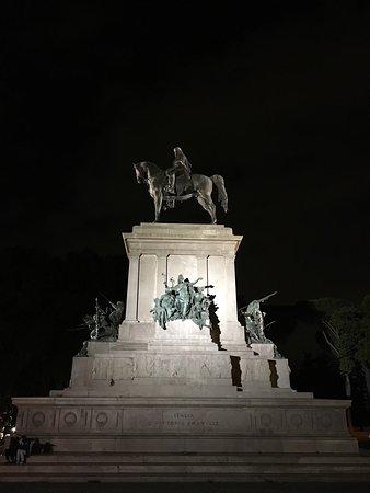 Piazzale Garibaldi: photo0.jpg